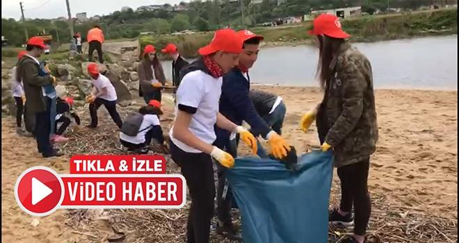 Çevre gönüllüleri Kıyıköy sahillerini temizledi
