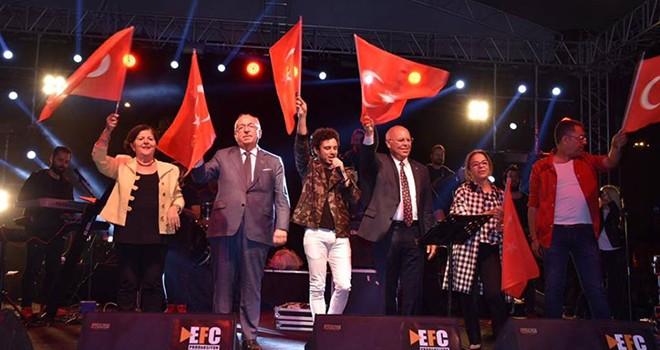 Tekirdağ'da Cumhuriyet Coşkusu Sokaklara Taştı
