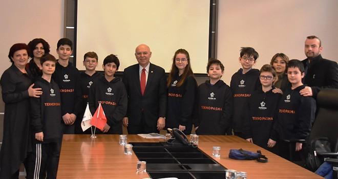 Kod Akademisi Öğrencileri Yeni Projelerini Başkan Eşkinat'a Tanıttı