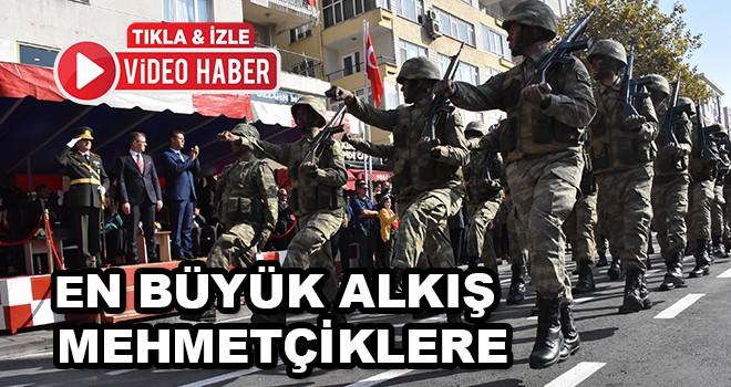 En büyük alkış Mehmetçiklere