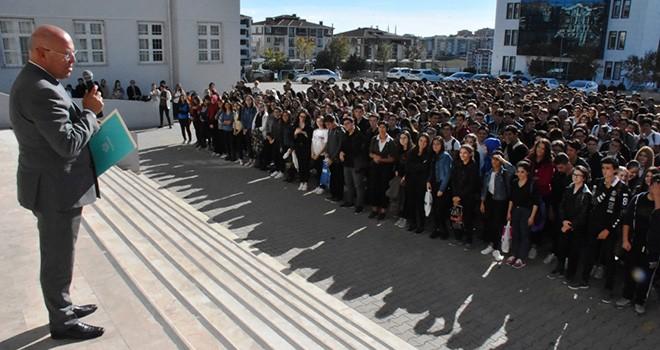 Çevreci Öğrenciler Ödülünü Başkan Eşkinat'tan Aldı