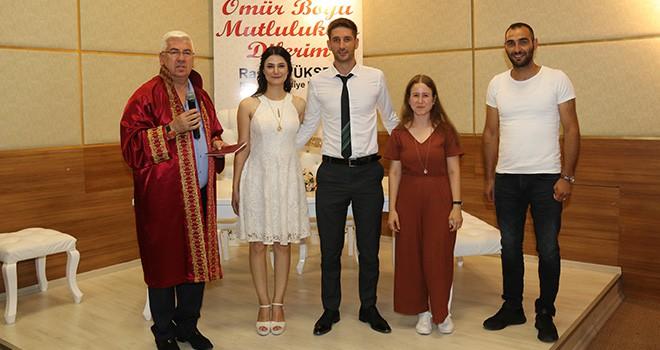 Başkan Yüksel genç çiftin nikahını kıydı