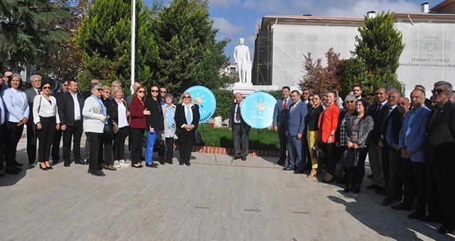 İYİ Parti'den Atatürk Anıtına Çelenk