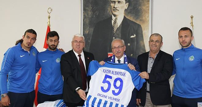 Başkan Rasim Yüksel Futbolcularla Başkan Albayrak'ı Ziyaret Etti