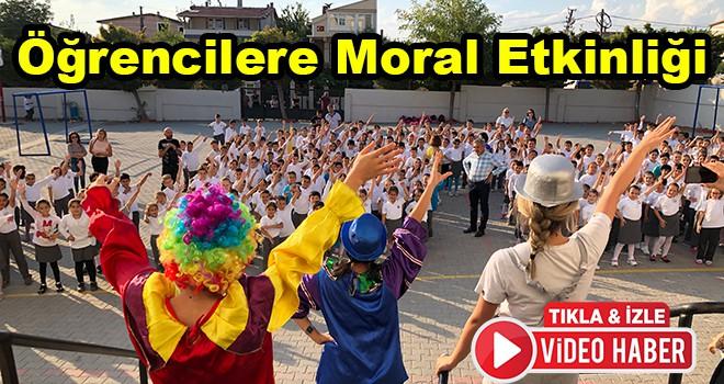 Depremde okullarını terk etmek zorunda kalan öğrencilere moral etkinliği